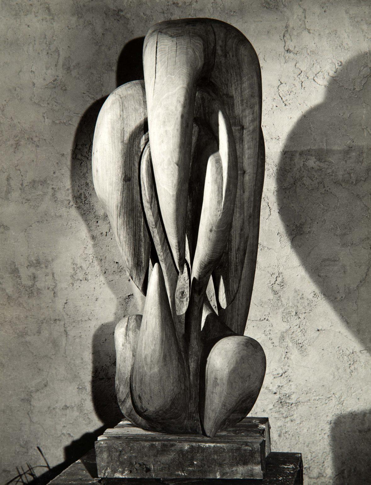<p>Le Château de Larmes, aujourd'hui exposée au Musée d'art moderne, Centre G. Pompidou</p>