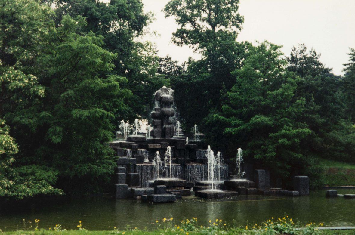 <p>La fontaine du Parc Floral à Vincennes</p>