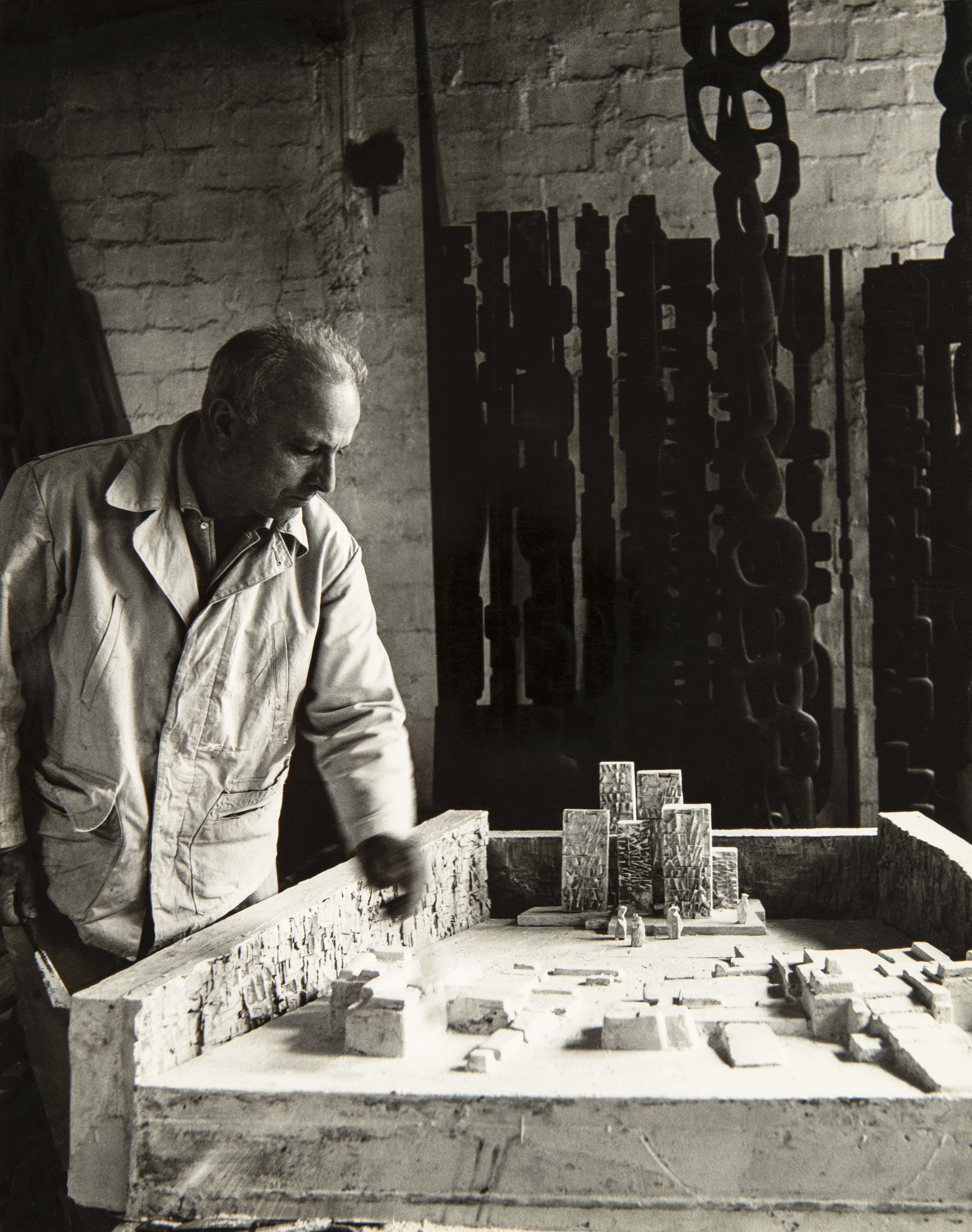 François Stahly dans une interrogation constante inhérente à la création, par Anne de Staël