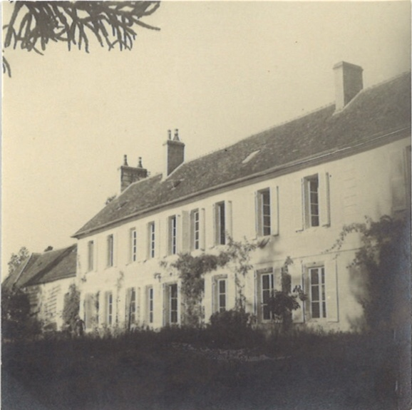 <p>La maison à Mortagne-au-Perche où Stahly a vécu avec sa famille après la guerre</p>
