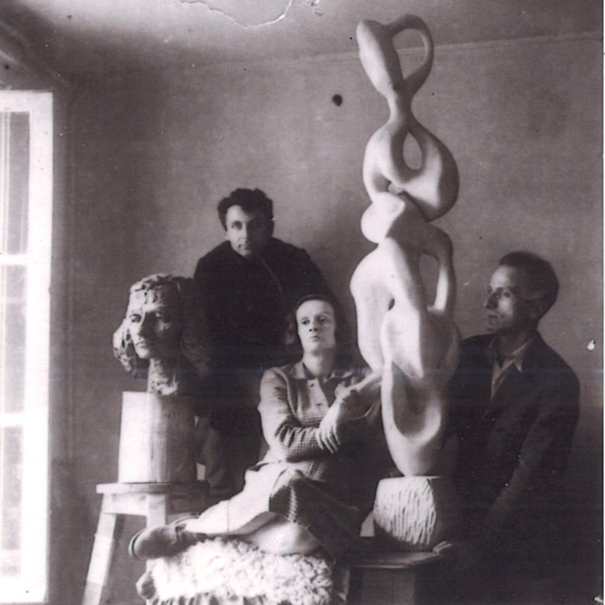 <p>François Stahly, Etienne Martin, Françoise Clavel amie de l'Académie Ranson</p>